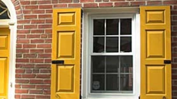 timberlane-yellow-shutters