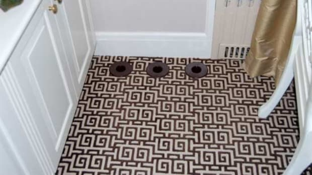 unico-outlets-bathroom-floor
