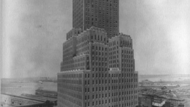 For the 1926 Barclay-Vesey building on a difficult parallelogram-shaped site, Walker placed a single tower twisted at an angle against its massive base. Transition between base and tower is handled by a series of asymmetrical sculptural forms that impart a dynamic tension.