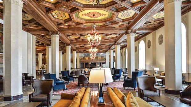 Hotel Syracuse main lobby
