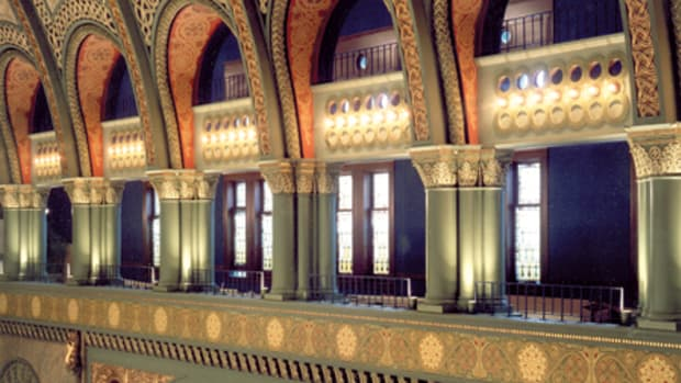 When St. Louis' old Union Station was converted into a retail/restaurant destination, Conrad Schmitt Studios restored the painted and plaster decoration that define the iconic 1894 edifice. Photo: William E. Mathis, HOK Photography