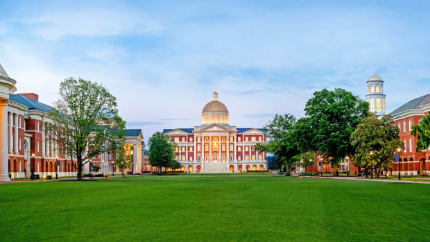 5. Christopher Newport Hall_GreatLawnView