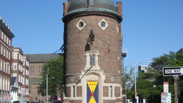Edmund Wheelwright, Harvard Lampoon Building, Cambridge, 1909