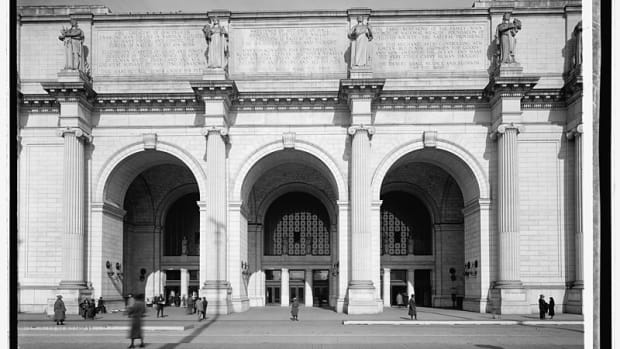 10. Burnham Union Station entrance