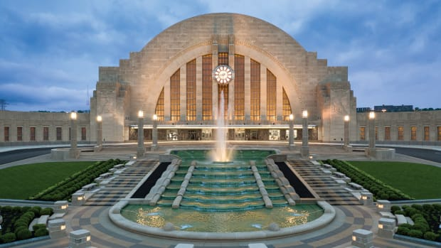 Cincinnati Union Terminal fountain