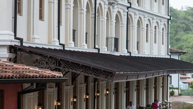 Plaza Central Building, exterior detail