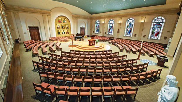 AFTER: The restoration moved the altar to the center and arranged seating in concentric circles (opposite). Photos: Michael F. Joyce