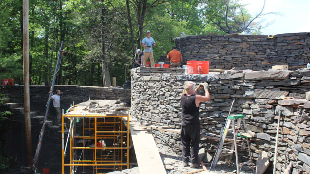 The almost finished dry-stone wall at Opus 40