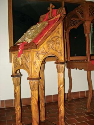 Wood 12 Klitsas wood table with Bible