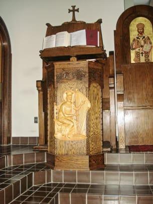 Wood 11 Klitsas lectern with light gold figure
