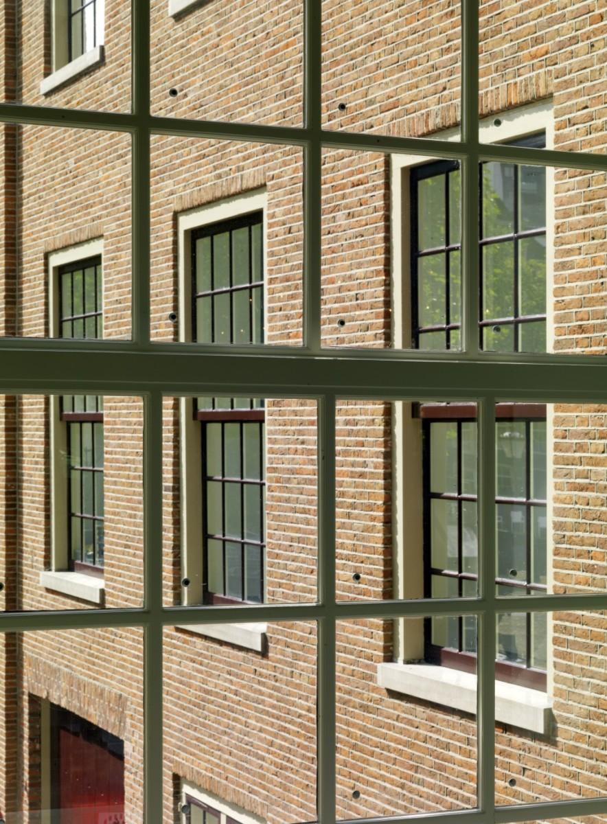 Hermitage Amsterdam, Pilkington window