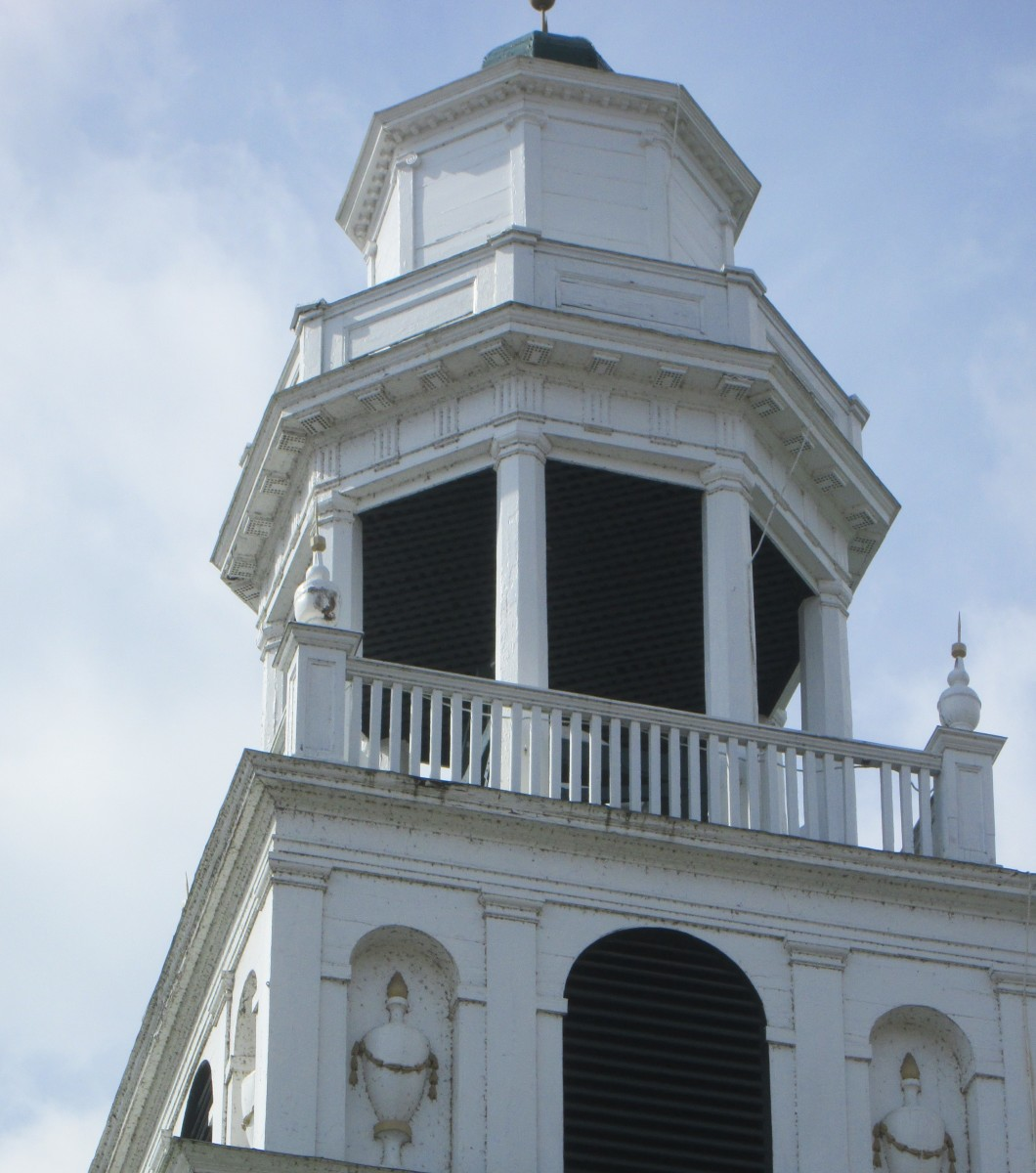 The bell tower of Old South Church (1798) in Windsor, VT, features many of the architectural elements that Asher Benjamin drew in his pattern books: pilasters, niches, urns, garlands and finials. Photo: Judy L. Hayward