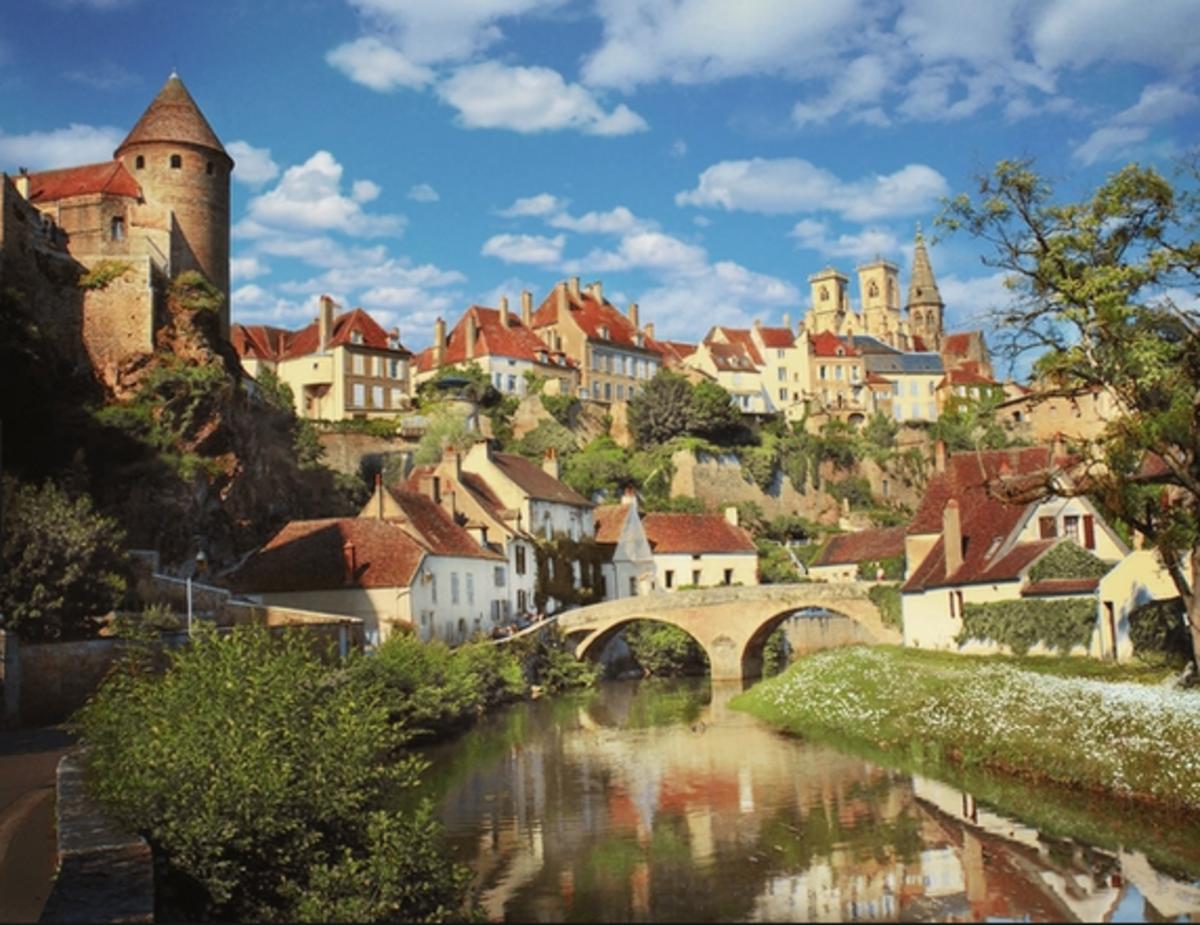 Burgundy town of Semur-en-Auxois. Image: Photorator