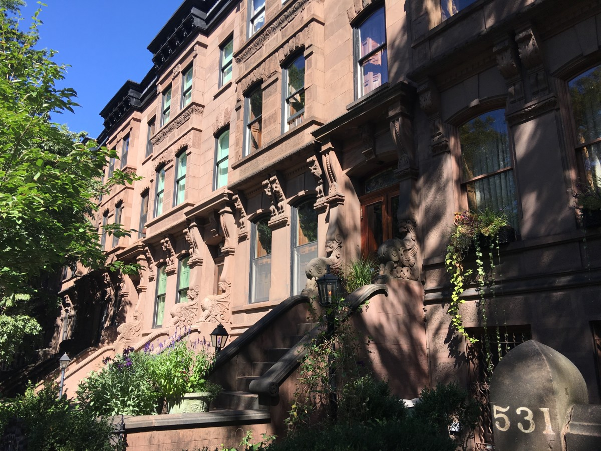 9% of the total housing inventory in New York City/Newark are old houses.