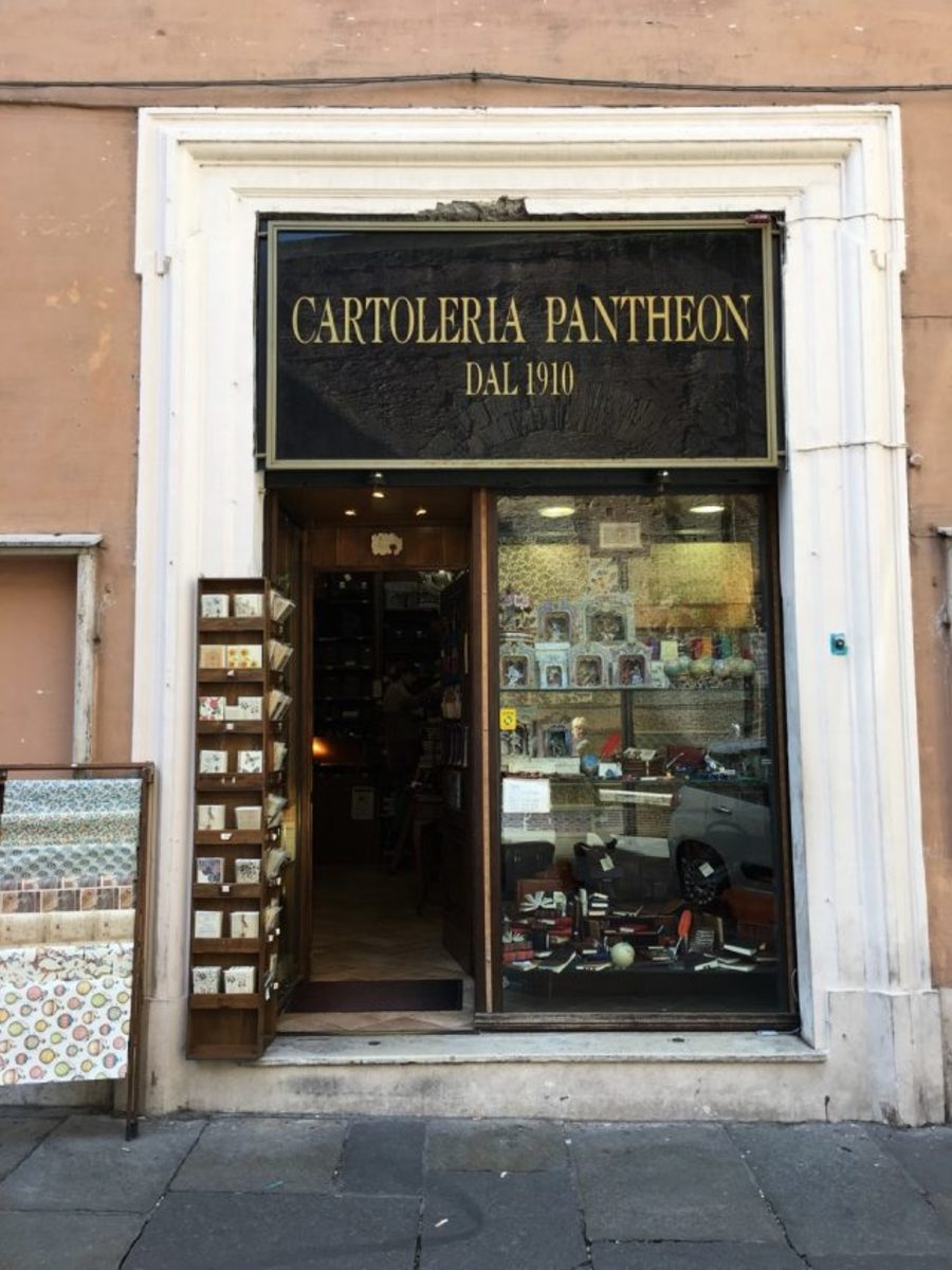 Figure 6. Cartoleria Pantheon in its older surround.