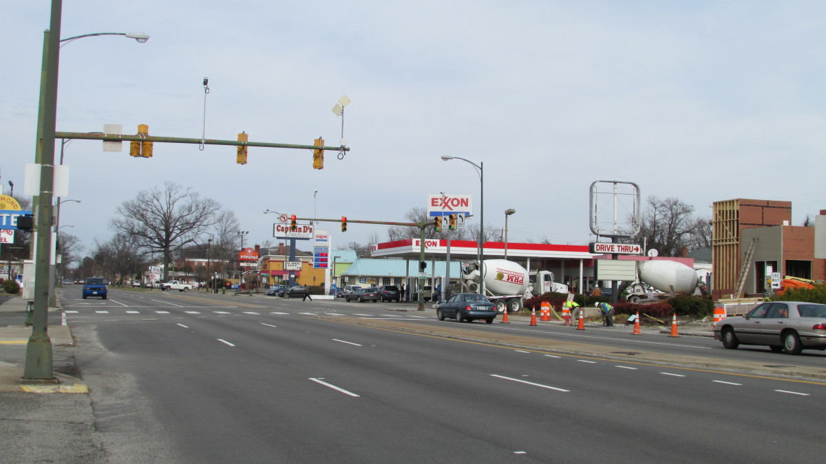 Figure 12, Fast food and gas on old Route 1 at entrance to streetcar suburb.