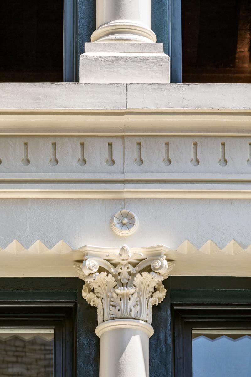 detail of a Corinthian column
