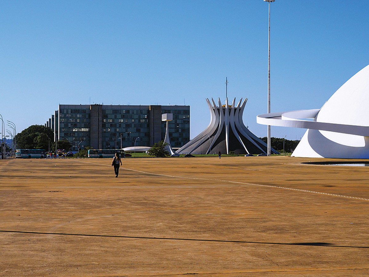 "pedestrian ""space"" in Brasilia"
