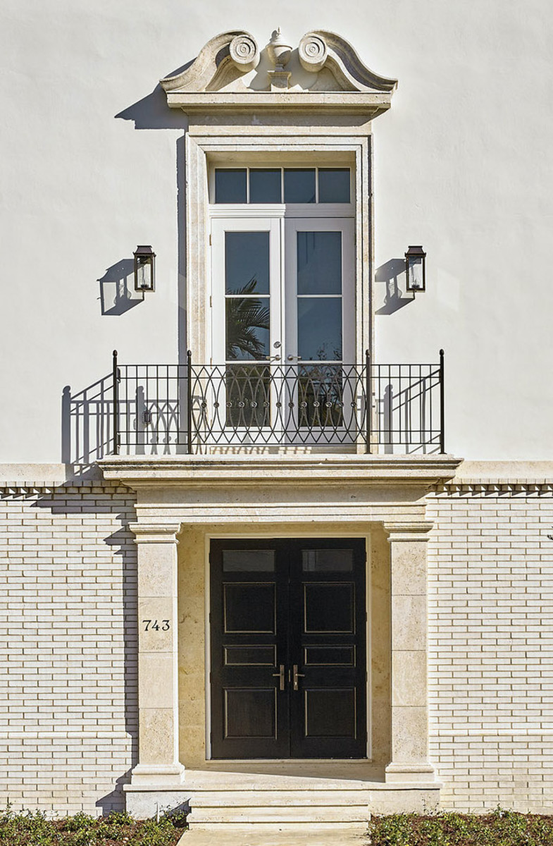 Piano nobile balcony, de la Guardia Victoria Architects & Urbanists, Beatrice Row