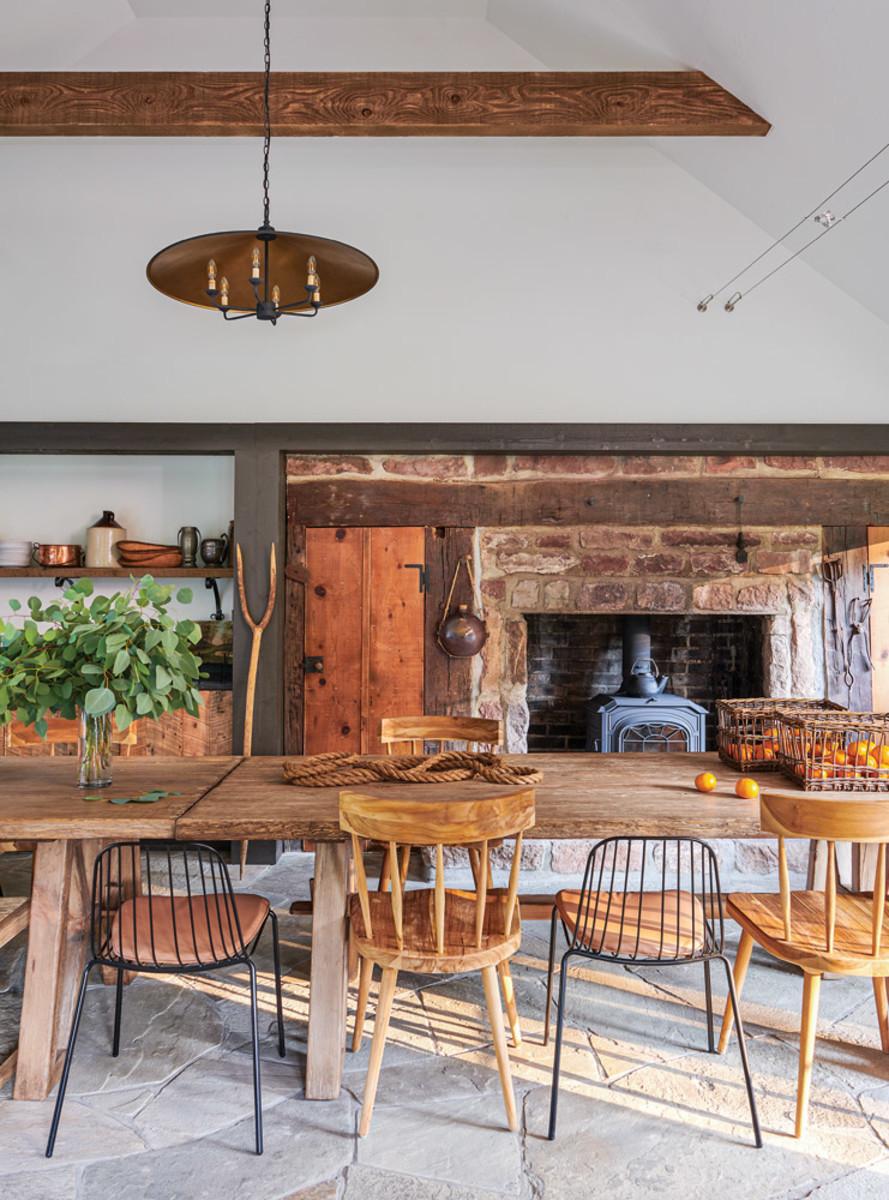 BarnesVanze English Country-style kitchen, wood burning stove
