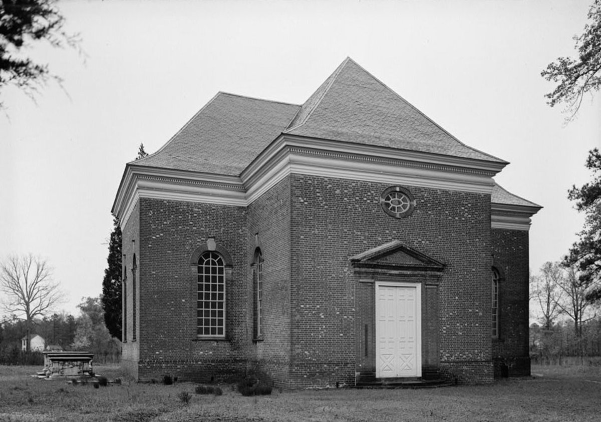 Image: Front of Historic Christ Church (1735) in Lancaster County, VA
