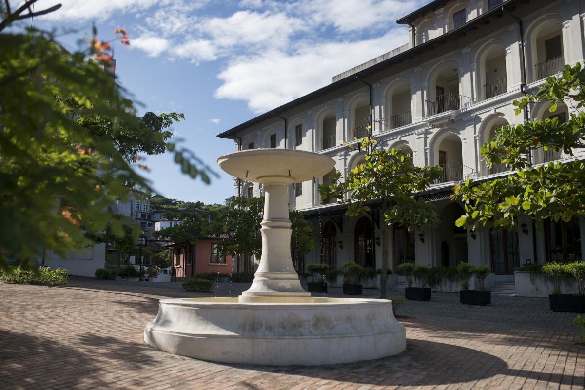 Plaza Central Building, fountain, Robert Orr & Associates