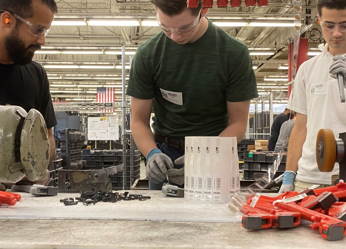 Students connect with leading Northeast Ohio businesses and engage in the hands-on work associated with the field..